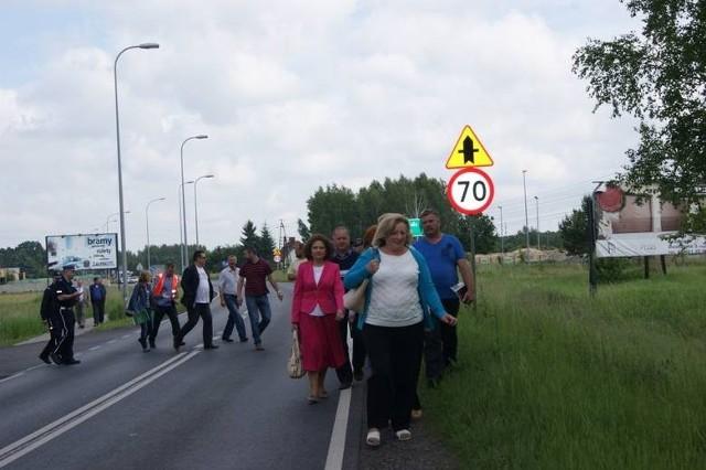 Mieszkańcy trzech wsi w Gm. Grudziądz: Białego Boru, Rudy, Małego Rudnika wielokrotnie podkreślali że poruszanie się DK nr 55 przy ich wsiach jest niebezpieczne: - Pobocze jest wąskie, a za nim rów! Nie ma dokąd uciec przed pędzącym tirem.