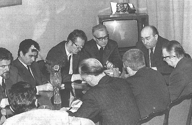 Spotkanie dziennikarzy bydgoskich z I sekretarzem KW PZPR Józefem Majchrzakiem (w środku). Trzeci od lewej Zefiryn Jędrzyński