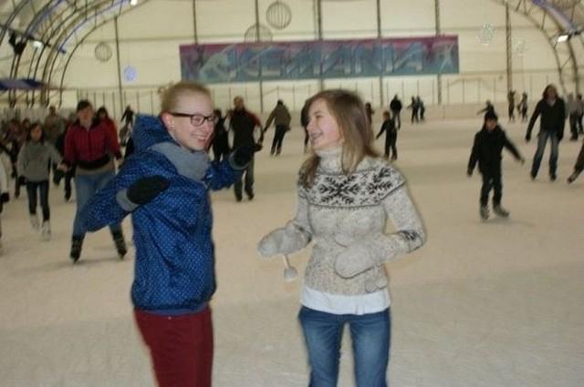 """Zdjęcia Lipskie Centrum Kultury Pierwsi łyżwiarze już byli w lubelskiej """"icemanii"""", kolejni wyjadą w drugim tygodni ferii."""