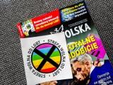 """Sąd: """"Gazeta Polska"""" musi zrezygnować z naklejek z LGBT. Tomasz Sakiewicz zaskoczony decyzją sądu"""