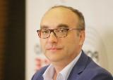 Prof. Jerzy Jaroszewicz o trzeciej fali: Należało spodziewać się, że będzie dłuższa i cięższa. Umierają coraz młodsi ludzie