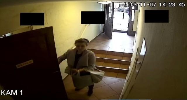 Monitoring zarejestrował wizerunki kobiety i mężczyzny, którzy mają związek z kradzieżą. Policja prosi o kontakt w przypadku rozpoznania tych osób