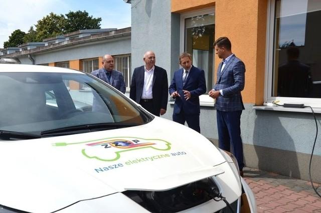 Planowany jest m.in. zakup samochodów elektrycznych dla powiatowych jednostek