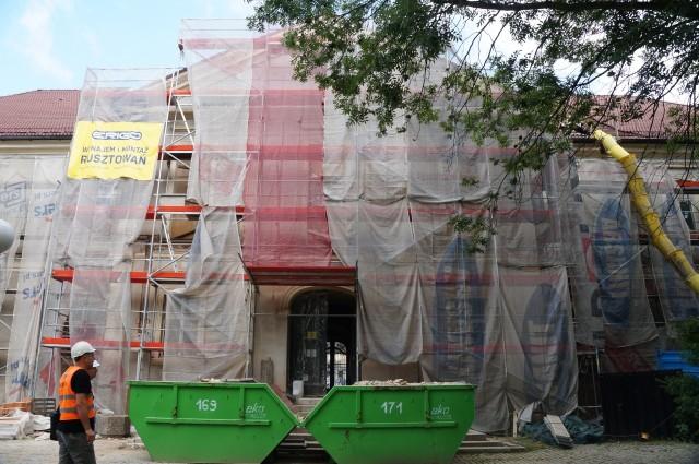 Ruszyła rozbiórka dachu zabytkowego pałacu Dietrichsteinów