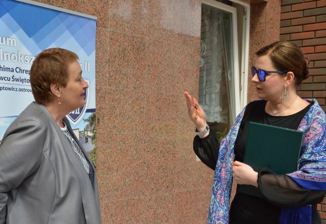 """Starosta ostrowiecki Marzena Dębniak (z lewej) i dyrektor """"Chreptowicza"""" Małgorzata Górecka- Smolińska."""