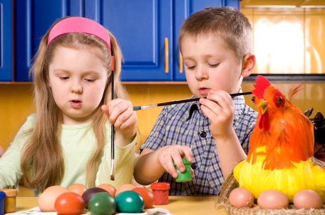 Ostatnie przygotowania do nadchodzących Świąt Wielkanocnych to czas, który możemy wspaniale spędzić w rodzinnym gronie, angażując w to nawet najmłodszych domowników. Dzieci nie będą się nudzić, zabawa stanie się okazją do poznawania świątecznych tradycji, ale też rozwijania kreatywności i wyobraźni oraz do budowania więzi. Zobaczcie naszą galerię i pomysły! ----->
