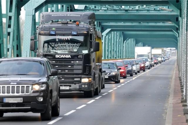 """Prace dotyczyć będą, 500-metrowego odcinka tej ruchliwej trasy Toruń-Bydgoszcz, między mostem w Fordonie, a skrzyżowaniem """"osiemdziesiątki"""" w Strzyżawie z drogą wojewódzką nr 551, prowadzącą w kierunku Ostromecka i dalej w stronę Chełmży oraz Brodnicy."""
