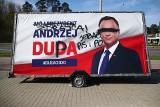 Stalowa Wola. Wandale zniszczyli baner wyborczy prezydenta Andrzeja Dudy