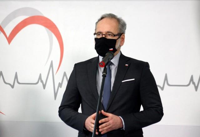 """Minister zdrowia Adam Niedzielski zaszczepił się preparatem firmy AstraZeneca. """"Mam ogromne poczucie ulgi"""""""