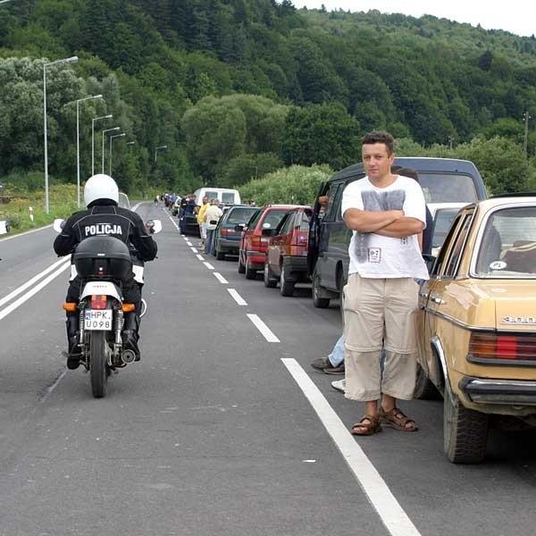 Przejście graniczne w Krościenku jest oblegane przez cały rok. Mimo że policja patroluje drogę dojazdową, nie ma możliwości zapobieżenia kolejkowym konfliktom