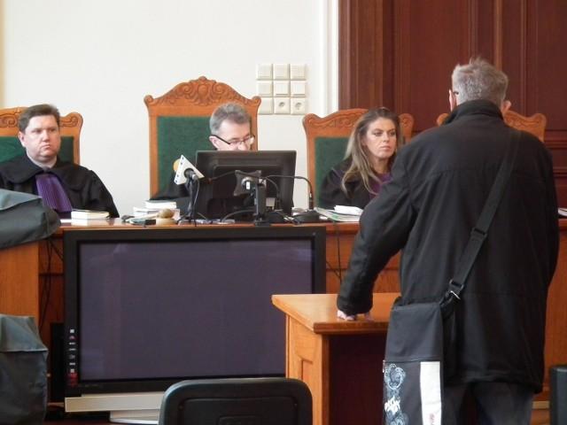 Lucjan K., były funkcjonariusz Służby Bezpieczeństwa składał zeznania jako świadek. Twierdził ze nic nie bylo wiadomo o kombinacji  operacyjnej stosowanej  wobec Anny Walentynowicz w Radomiu