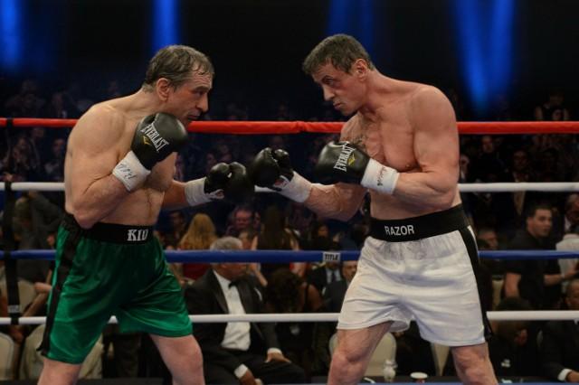 """""""Legendy ringu""""Robert De Niro i Sylvester Stallone jako dwaj emerytowani bokserzy, którzy powracają na ring, by stoczyć ze sobą ostatnią walkę. Billy McDonnen (Robert De Niro) i Henry Sharp (Sylvester Stallone) są doświadczonymi pięściarzami z Pittsburgha, którzy przed laty rywalizowali ze sobą na ringu. W 1983 roku, w przeddzień pojedynku, który miał rozstrzygnąć ich współzawodnictwo, Sharp ogłosił, że wycofuje się z zawodowego boksu. Po trzydziestu latach menedżer (Kevin Hart) namawia ich do powrotu na ring i rozegrania ostatniej walki. Który z nich ostatecznie udowodni, że jest lepszym pięściarzem?  Emisja: TVN, godz. 21:55"""