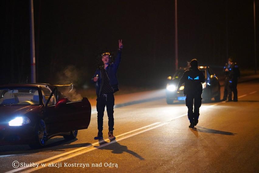 Policjanci kontrolowali osoby, wyjeżdżające z miejsca...