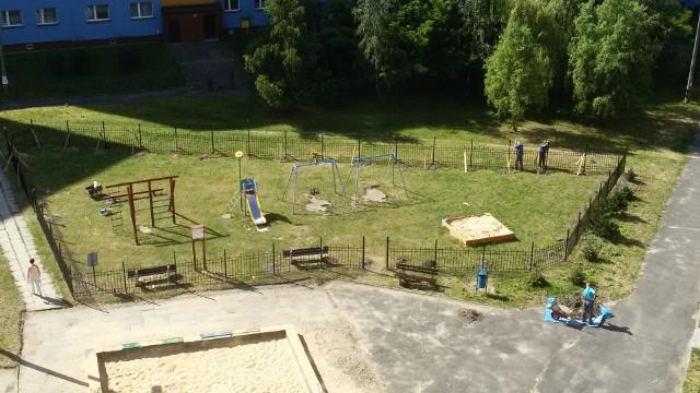 Plac zabaw w rejonie bloków przy ul. Dąbskiego 5 i 7 został ostatnio ogrodzony
