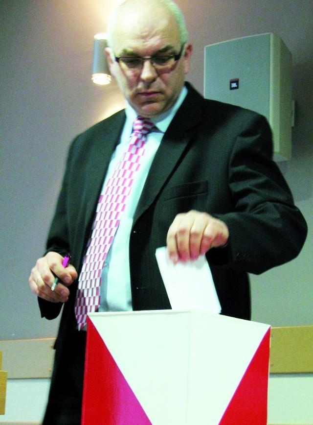 Pochodzący ze Śniadowa Lech Szabłowski został wczoraj nowym starostą łomżyńskim. Radni wybrali go jednogłośnie.