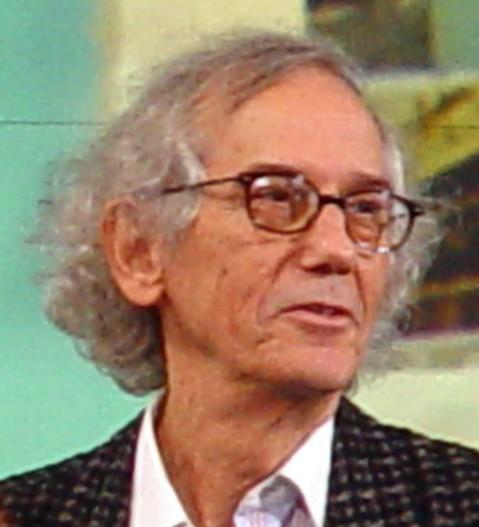 Christo znany był jako artysta, który opakował berliński Reichstag i paryski Łuk Triumfalny / fot. wikipedia