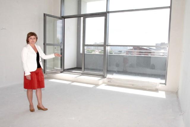 Radomski rynek mieszkaniowy: stabilne ceny, duży wybórKatarzyna Baran z Roza Development zachęca do kupna mieszkań w pierwszych radomskich loftach przy ulicy Domagalskiego.