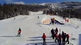 Szczyrk i Wisła pełne narciarzy na stokach. Wyciągi działają, bo dosypało śniegu i świeci słońce