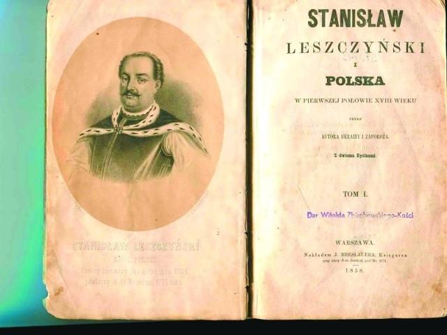 Strona tytułowa książki z pieczątką Witolda Zbirohowskiego-Kości. Ze zbiorów Muzeum Podlaskiego