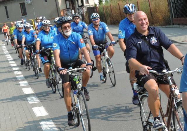 """W rajdzie """"Całe Strzelno na rowery"""" uczestniczyli mieszkańcy i członkowie klubów rowerowych z Kruszwicy, Konina, Inowrocławia, Gniezna"""