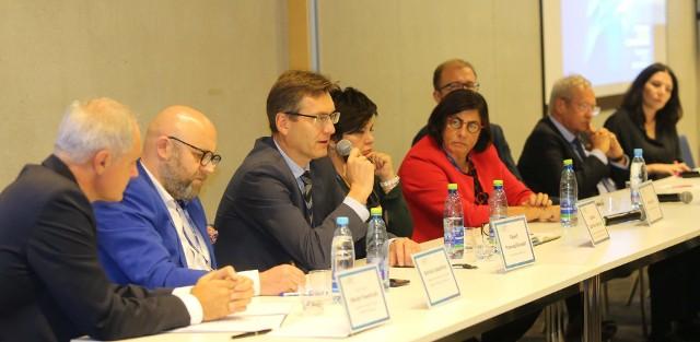 """Panel """"Polskie drogi do sukcesu - innowacje czy imitacje?"""" w trakcie Europejskiego Kongresu Małych i Średnich Przedsiębiorstw w Katowicach."""