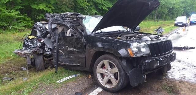Wojszki. Wypadek na DK19. Samochód uderzył w drzewo i dachował