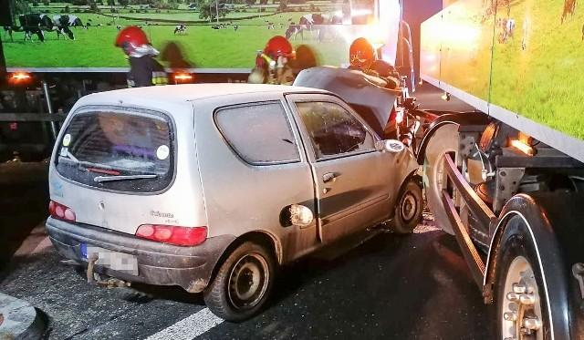 Wypadek na DW 901 w Bzinicy Starej.