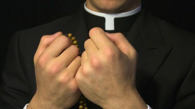 Życzenia imieninowe dla księdza Czego życzyć kapłanowi na imieniny? Imieniny księdza życzenia, wierszyki imieninowe