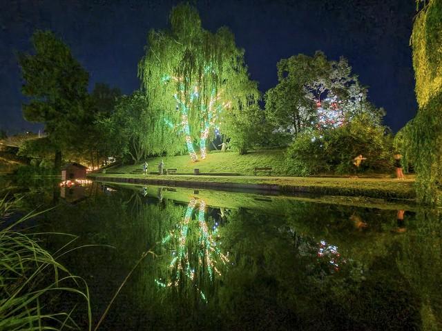Trwają przygotowania do Bella Skyway Festival 2021 w Toruniu. Zobaczcie jak wyglądają pierwsze instalacje po zmroku >>>>>