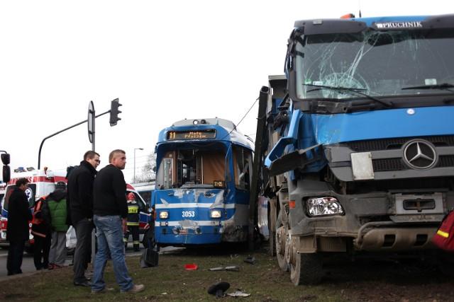 Wypadek na rondzie Grzegórzeckim w Krakowie.