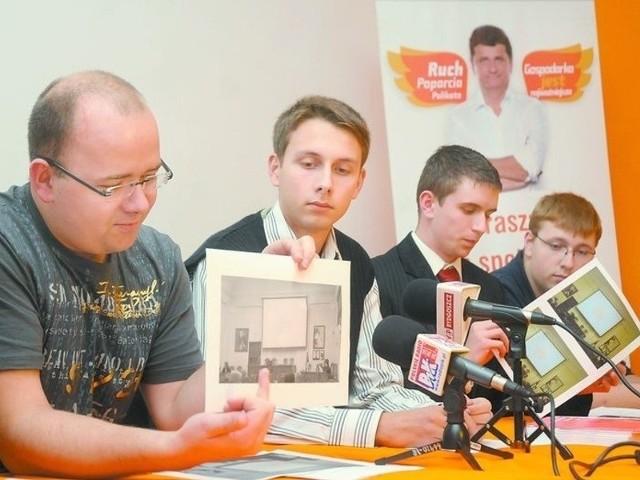 - Czemu na sali sesyjnej nie widać herbu miasta - pytali działacze młodzieżówki.