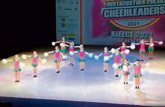 """Grupa """"Energia"""" na IV Mistrzostwach Polski w Cheerleadingu Sportowym."""
