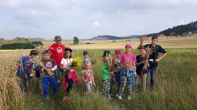 W tegorocznym Eko-Biwaku wzięła udział kilkunastoosobowa grupa dzieci i młodzieży. Ich opiekunem był Grzegorz Szymański.