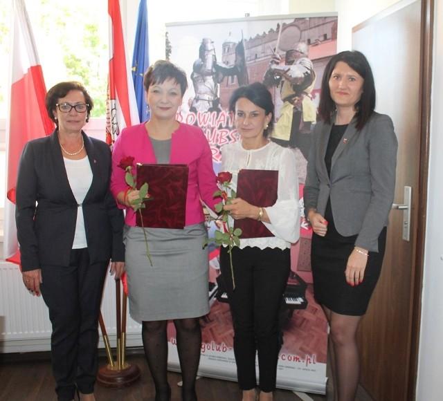 Nagrody Starosty odebrały z ZS2 - Agnieszka Brzostowska – dyrektor  i  Katarzyna Cieciurska – nauczyciel