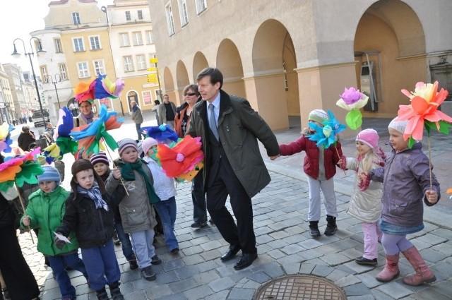 W ubiegłym roku opolskie przedszkolaki odwiedziły prezydenta Ryszarda Zembaczyńskiego. Jeśli teraz nie zrobimy nic ze spadającą liczbą urodzeń, to za kilka lat takich wizyt będzie znacznie mniej.