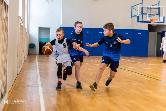Alan Więckiewicz, MVP turnieju Basketmanii 2020, w akcji w swoim stylu