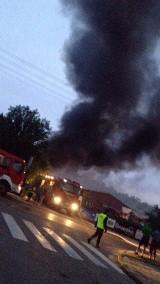 Pożar na ul. Kolejowej w Mońkach. Ogień z magazynu rozprzestrzenił się na salę bankietową Magnuszewskich [FOTO, WIDEO]