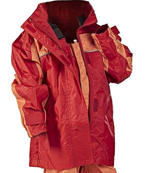 Sieć Real wycofała ze sprzedaży czerwono – pomarańczowy kombinezon składający się z kurtki z suwakiem i spodni na szelkach za 29,965 złotych.