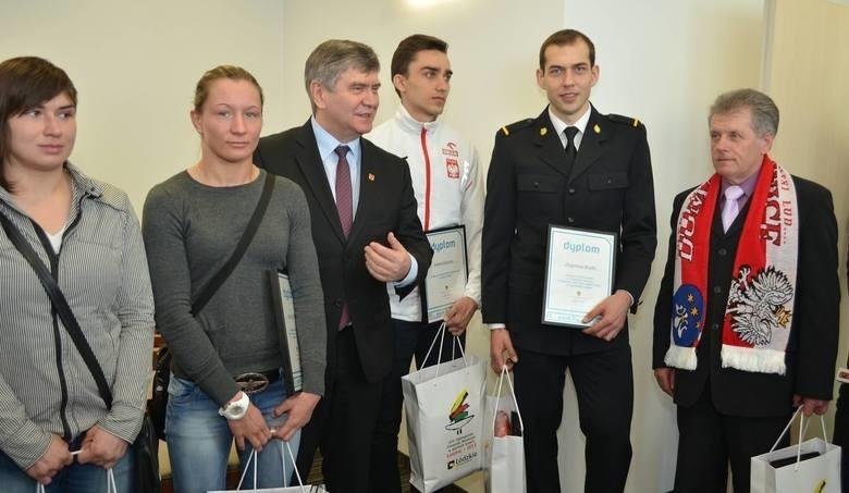 Roksana Zasina (druga od lewej) w gościnie u marszałka Witolda Stępnia