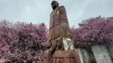Udało się! Zniszczony pomnik Janusza Korczaka w Zielonej Górze doczeka się renowacji. Miasto podpisało umowę z autorem dzieła