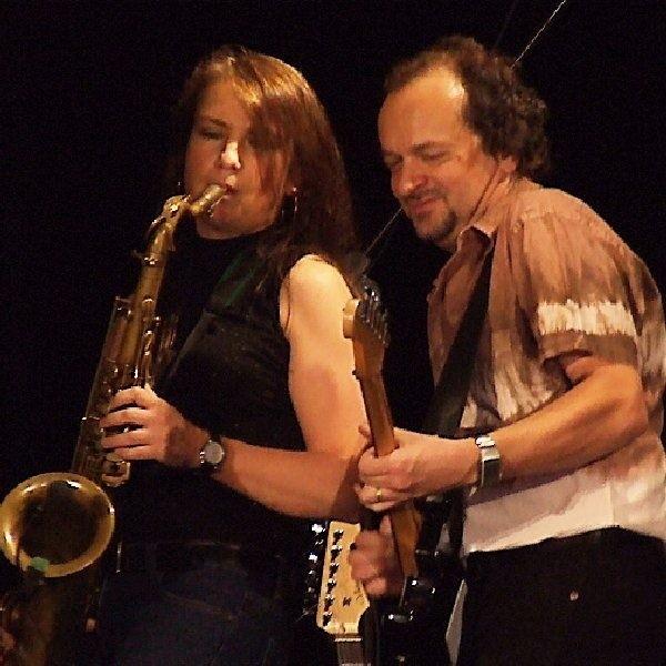 Niesamowity duet: Keith Thompson? s  Strangerbrew (gitara) i Patsy Gamble - podbili  brodnicką publiczność techniką gry i śpiewem