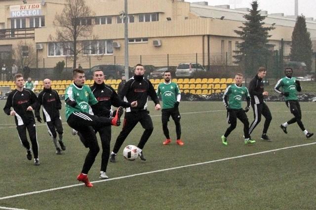 Piłkarz z Wigier Suwałki trenuje w Bełchatowie