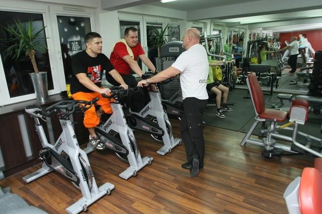 Trójstopniowy poziom zaawansowania obowiązuje między innymi na zajęciach spinbike – jednych z ulubionych ćwiczeń klubowiczów.