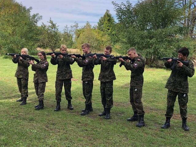 Uczniowie klas mundurowych z Zespołu Szkół nr 1 w Nowym Miasteczku. Październik 2020 r.