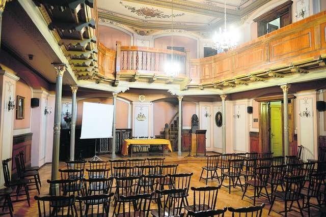 Sala Kolumnowa Towarzystwa Naukowego Toruńskiego, która swój kształt zawdzięcza m.in.pierwszemu  właścicielowi domu przy Bydgoskiej 35 Fot.: Jacek Smarz