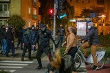 Wniosek o areszt gangstera, który zaatakował kobietę podczas protestu. Ale aresztu nie będzie!