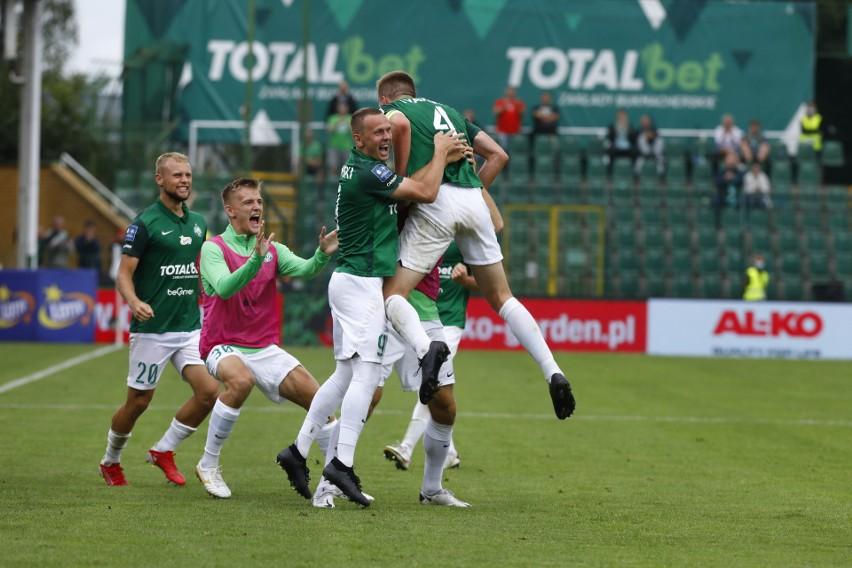 Warta Poznań od początku meczu musiała grać praktycznie w 10...