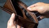 Grębów. Policja ustaliła sprawcę przywłaszczenia portfela, który mężczyzna zgubił na parkingu przy Biedronce. 30-latek odpowie przed sądem