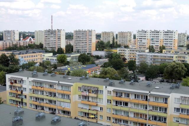 Ile osób mieszka w poszczególnych dzielnicach Torunia? Szczegóły na kolejnych stronach.PRZESUWAJ STRONY ZA POMOCĄ STRZAŁEK
