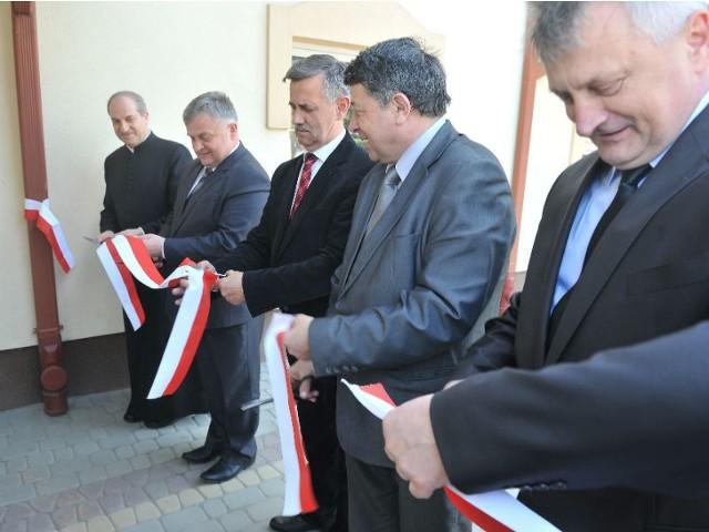 Pracownicy Eko-Strugu oraz samorządowcy zostali zaproszeni w czwartek na uroczyste oddanie nowej siedziby spółki.